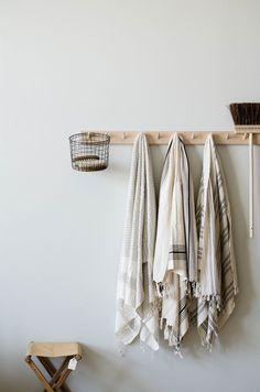 Rustic towel hooks in Guest Bathroom – Oh, les rues de France! Turkish Bath Towels, Wooden Pegs, Bathroom Towels, Kitchen Towels, Cheap Home Decor, Decoration, Decor Interior Design, Home Remodeling, Home Goods