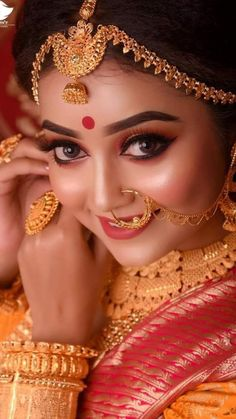 Beautiful Indian Brides, Beautiful Asian Girls, Beautiful Eyes, Beautiful Bride, Bengali Bride, Bengali Wedding, Bridal Looks, Bridal Style, India Beauty