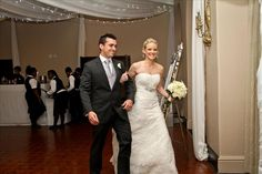 What an awesome Wedding with Shannon & Chris! Wedding Dj, Real Weddings, Groom, Bride, Celebrities, Wedding Dresses, Awesome, Fashion, Wedding Bride