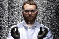 Gorilla Glass 4 da Corning vai proteger seu smartphone de qualquer queda - http://showmetech.band.uol.com.br/nova-tela-gorilla-glass-4-visa-proteger-smartphones-contra-queda/