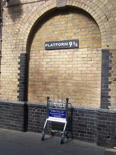 Platform 9 3/4 @ King's Cross Railway Station, London