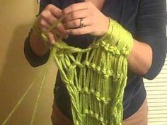 Si no tienes palillos, ya sabes lo que tienes que hacer...Arm Knitting My First Scarf
