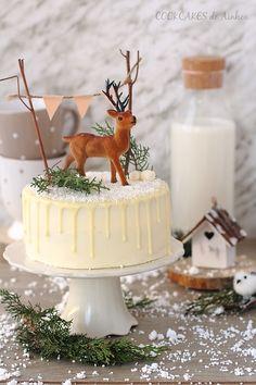 Drip Cake para Navidad: bizcocho de mandarina, ron y  canela; crema de queso y coco; drip de chocolate blanco y ron