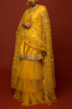 Fancy Dress, I Dress, Indian Fashion Salwar, Kurta Neck Design, Silk Saree Blouse Designs, Designer Party Wear Dresses, Henna Patterns, Abayas, Pakistani Outfits