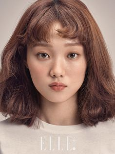 'Weightlifting Fairy Kim Bok Joo' lead female Lee Sung Kyung's popularity skyrocketed after her last drama. Her beauty and talent when it comes to acting was reco Korean Makeup, Korean Beauty, Asian Beauty, Korean Actresses, Korean Celebrities, Woman Face, Weight Lifting, Pretty People, Short Hair Styles