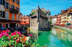 Annecy es una localidad del departamento de Alta Saboya, en la región de Ródano-Alpes, Francia.