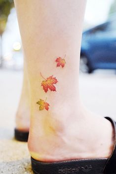 24 Minimalist Tattoo Designs – Catch Your Tiny Inspiration Fall Leaves Tattoo Design For Leg Mini Tattoos, Body Art Tattoos, Sleeve Tattoos, Flower Tattoos, Fall Leaves Tattoo, Autumn Tattoo, Paris Tattoo, Tattoos For Women Small, Small Tattoos
