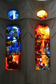 Ein Muss für jeden Kurztrip nach Barcelona: die wunderschönen Glasfenster der Sagrada Familia bewundern!