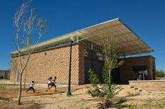 Gimnasio de Box Municipal en Riberas del Sacramento / Urbánika (Chihuahua, México) #architecture