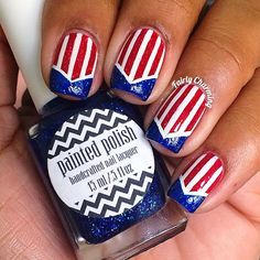 Patriotic nails. (by @fairlycharming on IG)