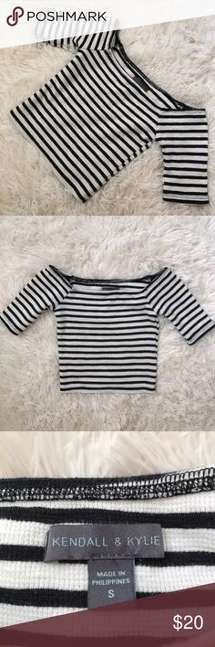 Kendall & Kylie crop top SZ Small This pre-owned Kendall & Kylie crop top is in excellent condition! It has a black and white striped pattern and comes in a women's size small. Kendall & Kylie Tops Crop Tops