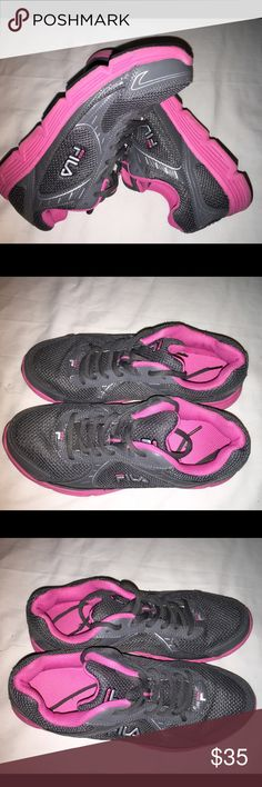 Fila size 9 Just like new Fila Shoes Sneakers