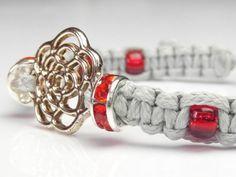 bransoletka szara, czerwone cyrkonie, koraliki toho
