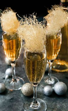 Champagne Cocktails with Spun Sugar Champagne topped with gold spun sugar are perfect for any fancy party or occasion. Champagne Cocktails with Spun Sugar Champagne topped with gold spun sugar are perfect for any fancy party or occasion. Cocktails Champagne, Beste Cocktails, New Year's Eve Cocktails, Cocktail Garnish, Cocktail Drinks, Cocktail Recipes, Alcoholic Drinks, Beverages, Gold Champagne