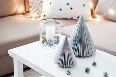 Ozdoby świąteczne DIY - choinka z gazety   Kameralna Xmas, Christmas, Candle Holders, Candles, Diy, Home Decor, Plastic Bottles, Christmas Jewelry, Cardboard Paper