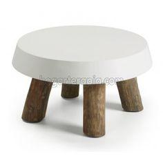 Mesa de centro OMAHA con las patas de madera de teca y la tapa lacada en color blanco puro. Una mesa muy natural con un toque moderno que llenará de luz tu casa. Muy facil de combinar con la mayoría de estilos actuales.  Esta mesa de centro tiene un diámetro de 65 cm. y una altura de 35 cm. Su peso es de 21 kg.