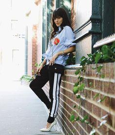 """First look for this Monday, comfy but not THAT much  / Primeiro look de hoje, amando as famosas """"track pants"""" que são essas calças com o punho no tornozelo! #ootd #NYFW #MariahArounNY"""