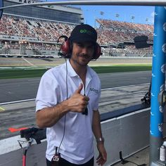 Ian Somerhalder - 17/02/18 - In the pit! My bro @austindillon3 is crushing. I'm so fricking stoked to be part of this race team with my company Go Green Equipment. Wow... https://www.instagram.com/p/BfUCIV3gGTB/
