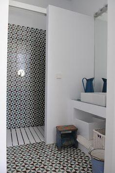 Oh, love this tile work! - salle de bain - carrelage retro - bathroom - vintage tiles: