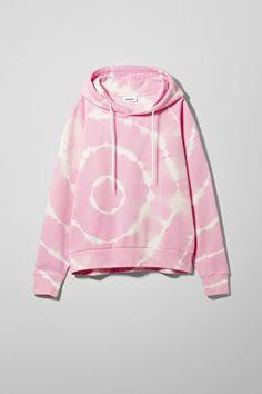 Explore this season's hoodies & sweatshirts by Weekday. Printed Sweatshirts, Hooded Sweatshirts, Pop Fashion, Fashion Brand, Bleach Hoodie, Blue Hoodie, Organic Cotton, Rain Jacket, Windbreaker