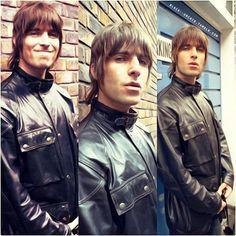 Yo asi no puedo seguir viviendo que decirles, amo esta foto. Liam Gallagher Oasis, Noel Gallagher, Liam And Noel, Icon Photography, Love U So Much, Britpop, Parakeets, British Invasion, Men Hairstyles