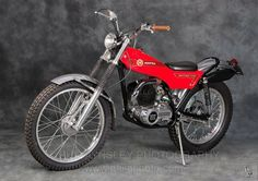 Classic Spanish Trials, MX and Sports Motorcycles Motos Trial, Trial Bike, Push Bikes, Old Motorcycles, Vintage Motocross, Classic Bikes, Motorcycle Bike, Vintage Bikes, Bike Design
