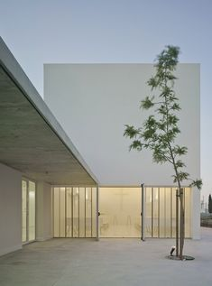 Image 2 of 28 from gallery of Mortuary in the field of Cartagena / Martín Lejarraga. Photograph by David Frutos Scandinavian Architecture, Minimal Architecture, Facade Architecture, Great Buildings And Structures, Modern Buildings, Modern Courtyard, Style Minimaliste, Education Architecture, Futuristic Design