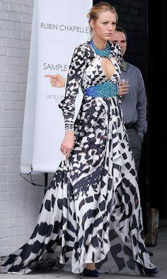 Blake Lively Rocking A Zebra Print Jenny Packham Dress On The Gossip Girl Set, 2010