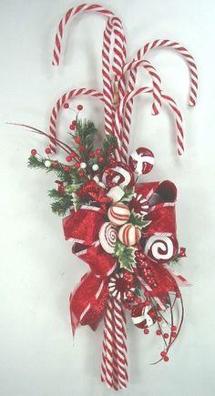 Dollar Store Christmas Crafts To Make Christmas Carol Songs Printable! Christmas Swags, Holiday Wreaths, Christmas Holidays, Christmas Ornaments, Ornaments Ideas, Winter Wreaths, Burlap Christmas, Primitive Christmas, Christmas Music