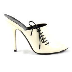 #fashion #GUCCI #sandal  and ribbon #bestprice #shopatvoi $490