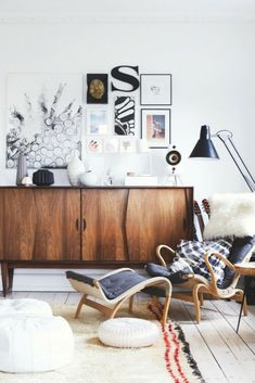 Vintage Decor Living Room mod mid-century mcm boho chic bohemian interior design home decor inspiration style ideas rustic industrial leather wood console - Small Living Room Layout, Chic Living Room, Small Living Rooms, Living Room Designs, Living Room Furniture, Living Room Decor, Cozy Living, Modern Living, Bohemian Interior Design