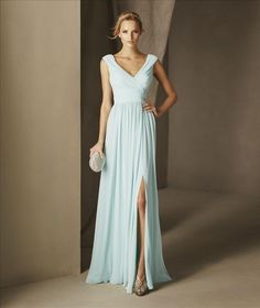 BABEL - A very elegant option for any kind of party. A cocktail dress with a V-neckline, draped to the waist with a flared silhouette that provides a lot of movement and dynamism. It is made in gauze, which provides a vaporous and very delicate texture.