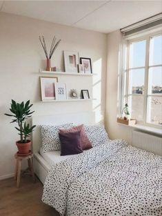 Bohemian Bedroom Decor, Apartment Bedroom Decor, Home Bedroom, Girls Bedroom, Bedroom Inspo, Small Apartment Bedrooms, Modern Bedroom, College Bedrooms, College Bedroom Decor