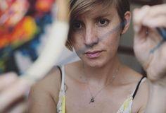 Nascida na África do Sul, a artista Danielle Cloughé apaixonada por bordados! Tudo começou há... Mais