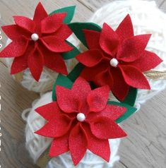 Stella di Natale di pannolenci Origami, Stella, Projects To Try, Christmas Decorations, Tableware, Flowers, Crafts, Slime, Album