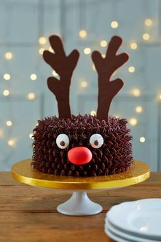 Hosting a Christmas Party? Then you can't miss these cute Christmas Party food ideas. From Christmas Cookies, to Christmas Cupcakes to many other party food Christmas Cake Decorations, Christmas Party Food, Xmas Food, Holiday Cakes, Christmas Cooking, Christmas Goodies, Christmas Desserts, Christmas Treats, Reindeer Christmas
