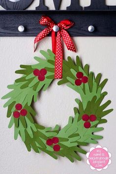Christmas Crafts for Christmas Crafts for Kids to Make - 26 DIY Easy Decorations for Children. Are you looking for some fun and easy Christmas crafts for kids to make at home or in school? Save collection of DIY decorations to make with your children! Kids Crafts, Preschool Christmas Crafts, Christmas Crafts For Children, Christmas Decorations For Kids, Christmas Paper Crafts, Kids Holiday Crafts, Simple Christmas Crafts, Christmas Activities For School, Advent For Kids