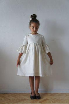 Linen Girl Dress Linen Dress Linen Dress for Girls Flower First Communion Dresses, Baptism Dress, Vintage Girls Dresses, Little Girl Dresses, Ball Gown Dresses, Flower Dresses, Baby Girl Fashion, Kids Fashion, Color Secundario