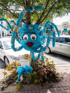 Art on a Limb: Fairhope, Alabama has been yarn bombed! Blog: Leslie Anne Tarabella #yarnbombing #knit #crochet #fiberart