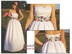 Výsledok vyhľadávania obrázkov pre dopyt folk wedding dress Vestido Charro, Prom Dresses, Formal Dresses, Wedding Dresses, Polish Wedding, Dream Wedding, Wedding Day, Mexican Dresses, Mexican Style