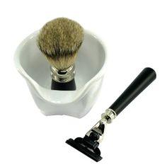 Kit barbear cerâmica Sr Suil.  Um kit completo para um barbear clássico e prazeroso! O kit contém 1 pincel com cerdas macias e cabo de aço inox em madeira pintada, 1 aparelho para barbear em metal e madeira pintada com engate para gilete (modelo Max3 lamina não inclusa) e 1 pote de cerâmica para espuma de barbear medindo 8x10cm
