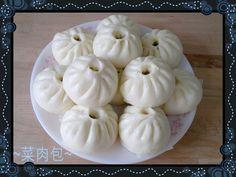 """最近沉迷咗""""Candy Crush Saga""""遊戲搞到少咗整嘢食同上網添, 今日整咗十幾個菜肉包~嘻嘻~放喺雪櫃有排食lu,繼續遊戲啦! Bao Dim Sum, Liu Sha Bao, Steamed Bao, Pork Buns, Bread Bun, Asian Cooking, Chinese Food, Asian Recipes, Bakery"""