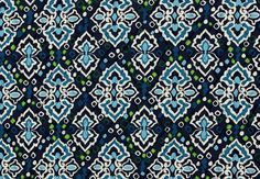 Ink Blue offers a new twist on traditional ikat, inspired by the ancient process of indigo dyeing. Deep and sky blues are accented with fresh green and sail white, while the inside is covered in a shower of blue and green confetti. #BrightestYearEver   Vera Bradley