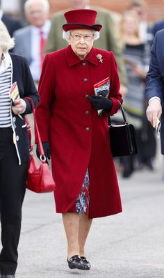 Queen Elizabeth II's Most Classic Looks of All Time Which of the Queen's looks do you think reigns supreme? Rainbow Fashion, Colorful Fashion, Queen Elizabeth Ii Reign, Queen Hat, Royal Queen, Her Majesty The Queen, Elisabeth, Save The Queen, Classic Looks