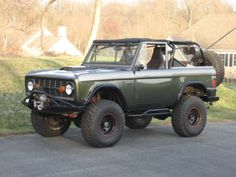 1977 Ford Bronco complete with roll cage