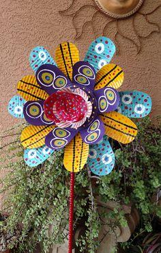 Tin Can Flowers Aluminum Can Flowers, Aluminum Can Crafts, Metal Crafts, Aluminum Cans, Soda Can Flowers, Tin Flowers, Paper Flowers, Pop Can Crafts, Crafts To Make