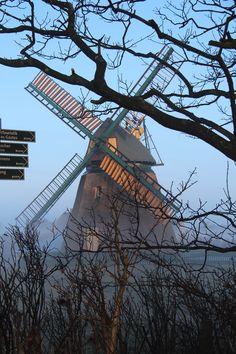 """© Mein Inselhotel #amrum #mystik #insel #windmill #nordsee http://reisegezwitscher.de/reisetipps-footer/2135-nordseezauber Schon Theodor Storm befasste sich mit dem Unheimlichen und Fantastischen an der nordfriesischen Küste – in seiner Novelle """"Schimmelreiter"""" verbindet er das Leben an der Küste mit der Mystik des Deiches. Dieses Thema greift auch das Mein Inselhotel auf Amrum auf und bietet mit dem Arrangement """"NordseeZauber"""" mystische Erlebnisse zur Winterzeit auf Amrum."""