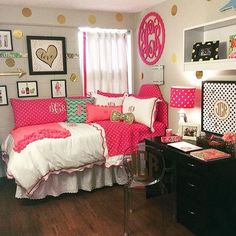 This pink dorm bedding creates such a cute dorm room! Hot Pink Bedrooms, Teenage Girl Bedrooms, Big Girl Rooms, Girls Bedroom, Bedroom Decor, Bedroom Ideas, Decoration Gris, College Room, College Life