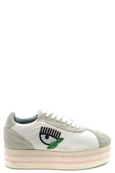 O sapato polêmico da vez é da Prada Lilian Pacce