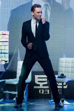 tom hiddleston thor 2 souel korea prem | torrilla:Tom Hiddleston dances for Korean fans the 'Thor: The Dark ...